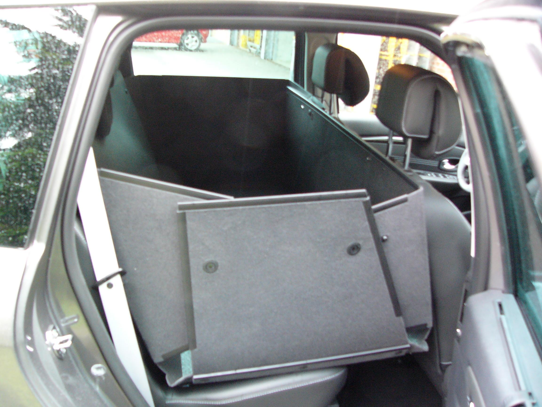 kofferraumschutz als kofferraumwanne und hundebox f r. Black Bedroom Furniture Sets. Home Design Ideas