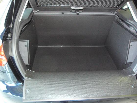 hundebox hundetransportbox kofferraumschutzdecke kofferraumdecke audi a3 sportback quattro. Black Bedroom Furniture Sets. Home Design Ideas
