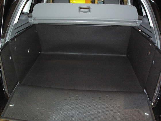 hundebox ford kuga hundetransportbox ford kuga. Black Bedroom Furniture Sets. Home Design Ideas