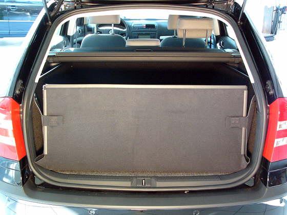 kofferraumwanne und hundebox als kofferraumschutz f r. Black Bedroom Furniture Sets. Home Design Ideas