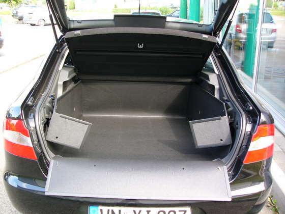 hundebox hundetransportbox kofferraumschutzdecke. Black Bedroom Furniture Sets. Home Design Ideas
