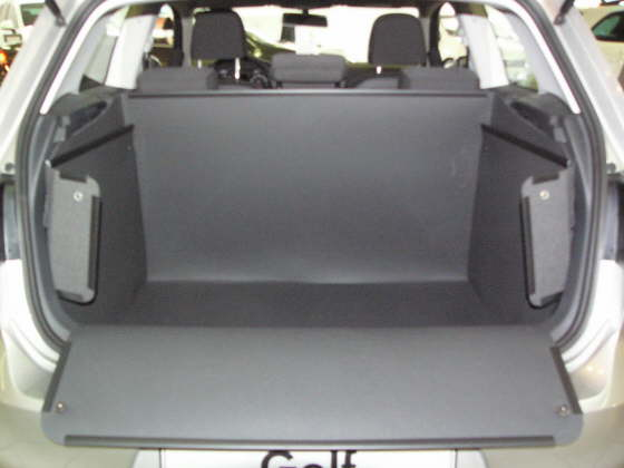 hundebox vw golf vii hundetransportbox vw golf vii. Black Bedroom Furniture Sets. Home Design Ideas