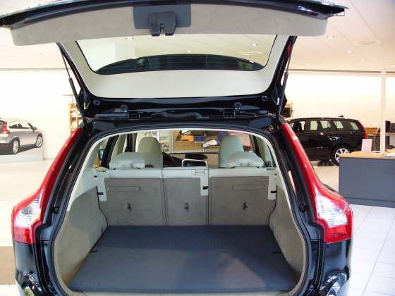 hundebox hundetransportbox kofferraumschutzdecke kofferraumdecke volvo xc60 kofferraumwanne. Black Bedroom Furniture Sets. Home Design Ideas