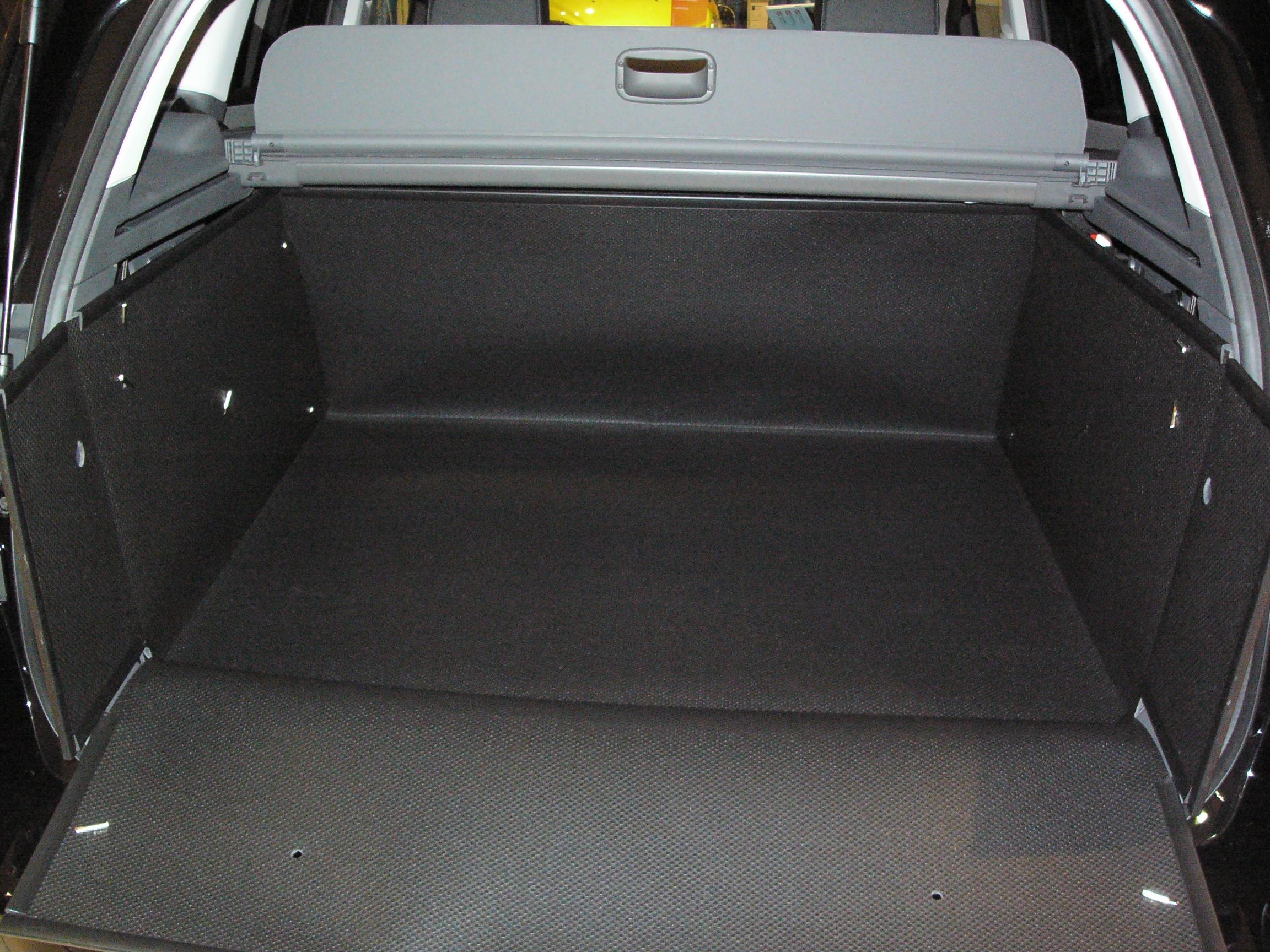 der hohe kofferraumschutz f r ford kuga gegen schmutz. Black Bedroom Furniture Sets. Home Design Ideas