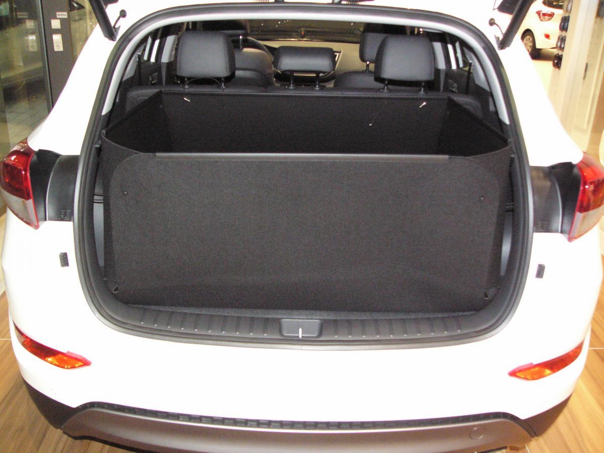 der hohe kofferraumschutz f r hyundai tucson passgenaue kofferraumwanne gegen schmutz n sse. Black Bedroom Furniture Sets. Home Design Ideas