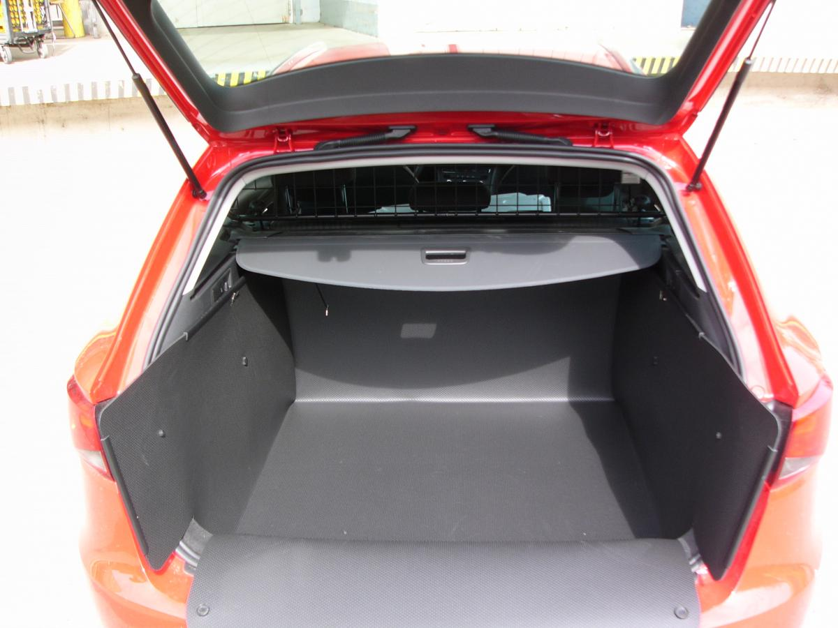 kofferraumwanne hundebox f r seat leon st. Black Bedroom Furniture Sets. Home Design Ideas